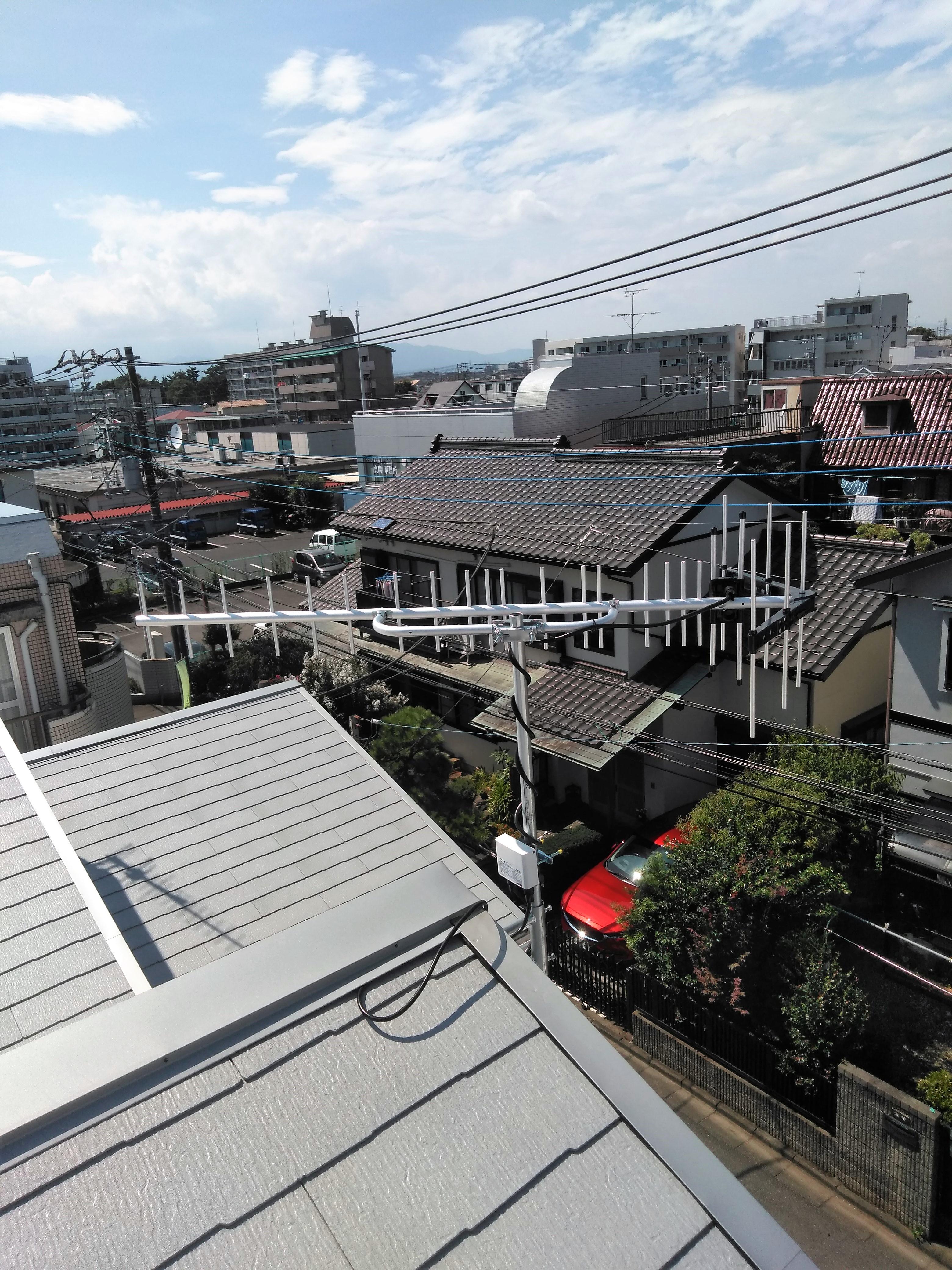 屋根の上に設置した八木式アンテナ