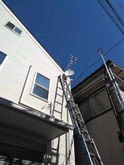 八木式アンテナとBS/CSアンテナの設置の様子